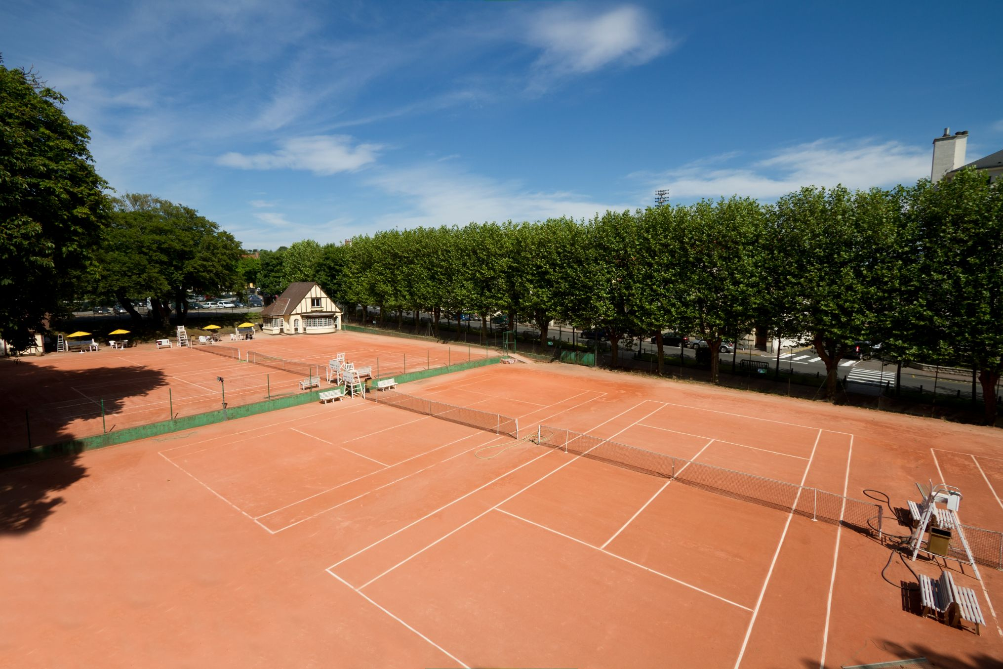 ETC Sports Surfaces are UK specialists in clay tennis court construction.