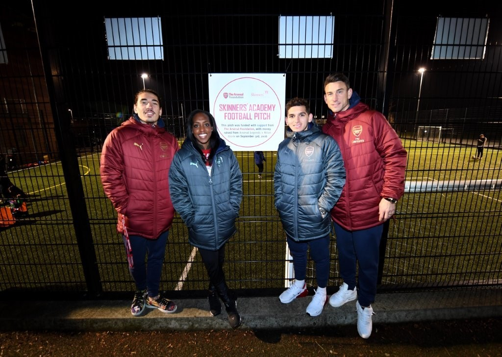 Hector Bellerin, Danielle Carter, Lucas Torreira and Laurent Koscielny visit Skinners' Academy's all weather pitch, funded by The Arsenal Foundation and delivered by ETC Sports Surfaces.