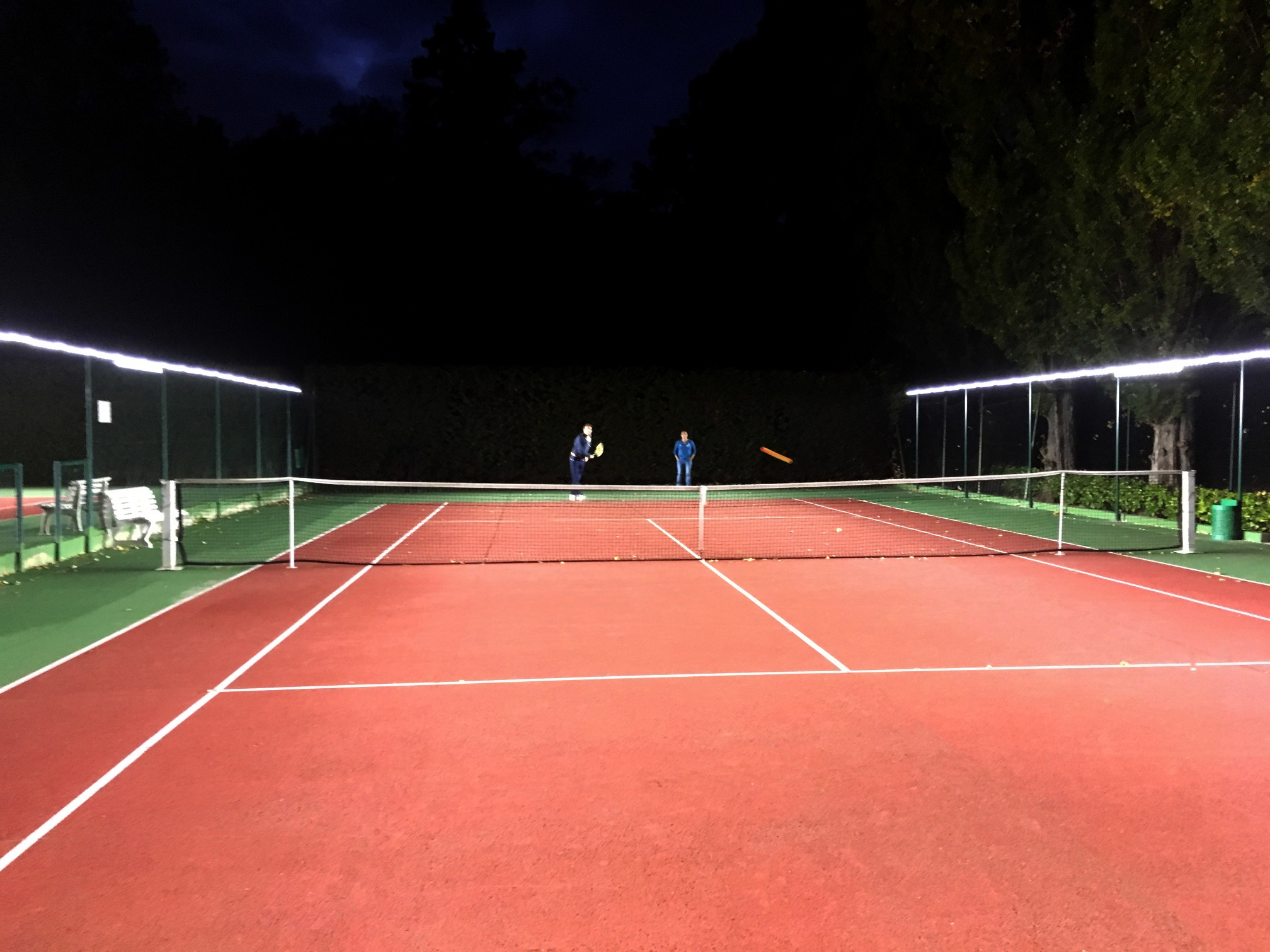 Tweener®'s innovative tennis court floodlights provide guaranteed glare-free play.